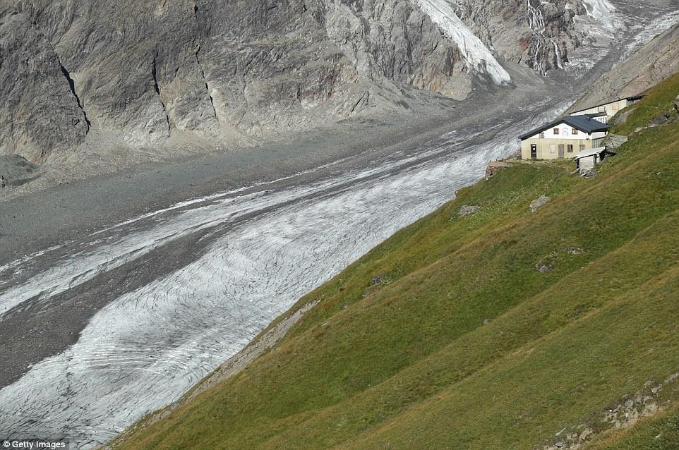 Il ghiacciaio Pasterze (nella foto) si è ritirato di lunghezza di almeno 1,9 miglia (3 km) dal 19 ° secolo