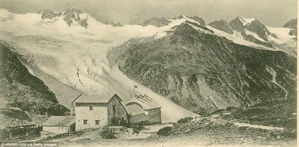 Questa cartolina del hutte Berliner (nella foto) dal 1901 mostra la ex entità del ghiacciaio Waxeggkees e dimostra solo quanto si è ritirato nel corso degli ultimi anni