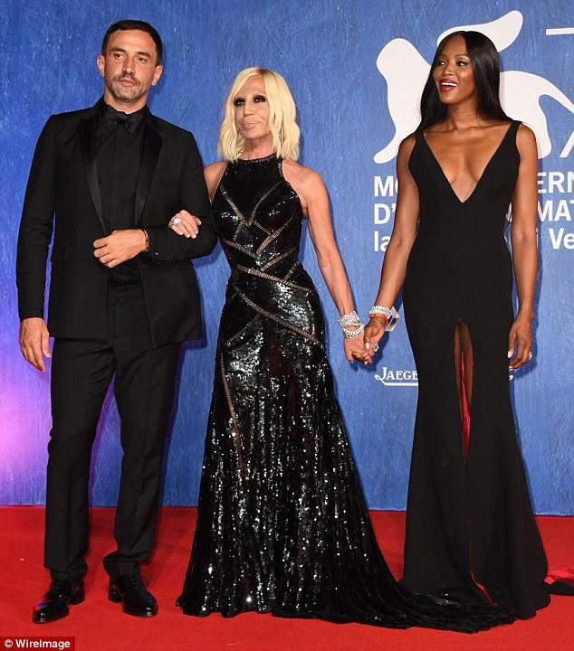 Balançando o tapete vermelho!  O trio estavam entre as estrelas na festa da moda