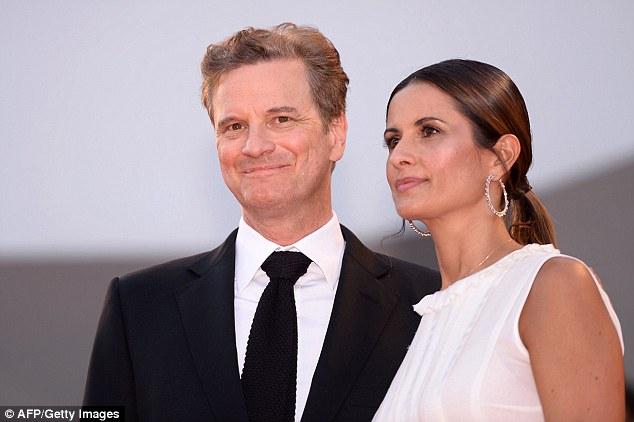 Doting: O par enamorado aninhou-se juntos como fizeram uma pausa para as câmeras no tapete vermelho