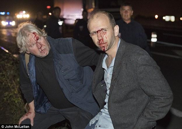 Tres periodistas británicos desde el Mail on Sunday evitó ser asesinados cuando los migrantes arrojaron un registro en su Audi en las primeras horas del viernes