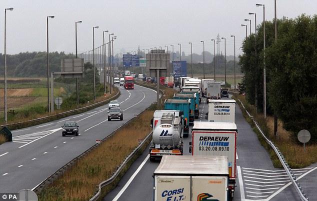 La columna se reunirá con el convoy que venía en sentido contrario y bloquear el acceso al puerto