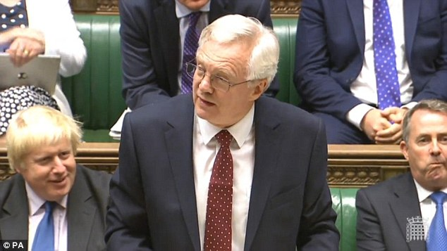 Post-Brexit planea: David Davis, que es ministro del gabinete de Brexit, dijo que el Reino Unido se prepara para salir del mercado único para recuperar el control de las fronteras. En la foto, el Sr. Davis en los Comunes