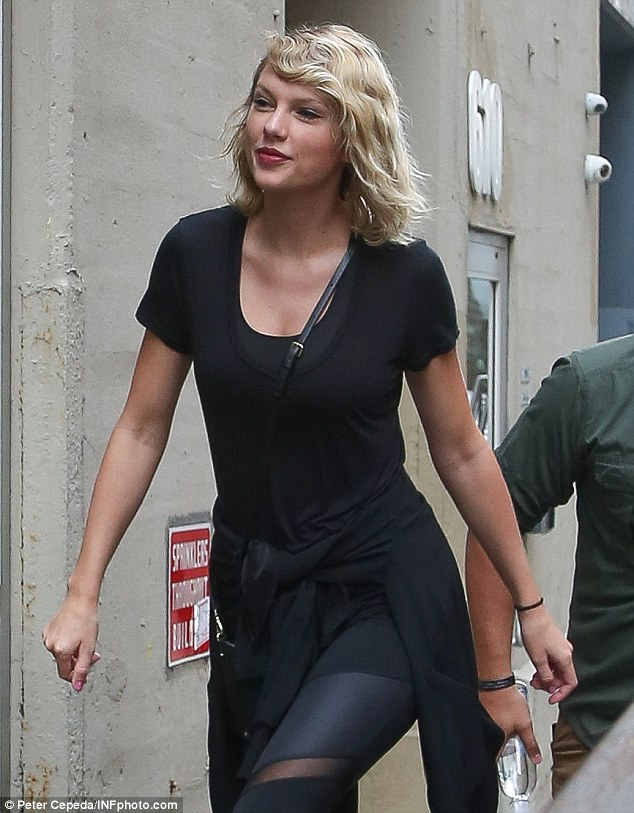 So svelte: The 26-year-old star teamed a clingy t-shirt with long leggings