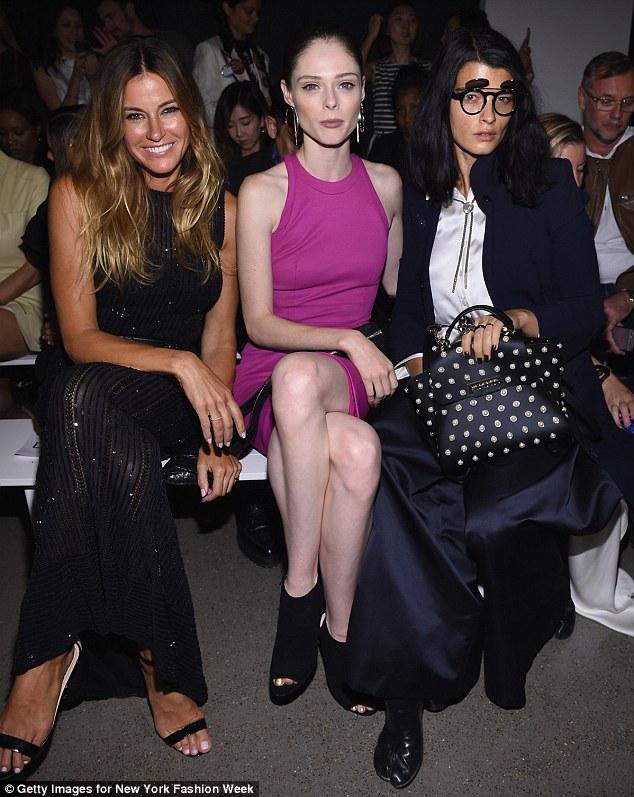 noite especial: Kelly, Coco e Crystal Renn sorriu e posou para a câmera