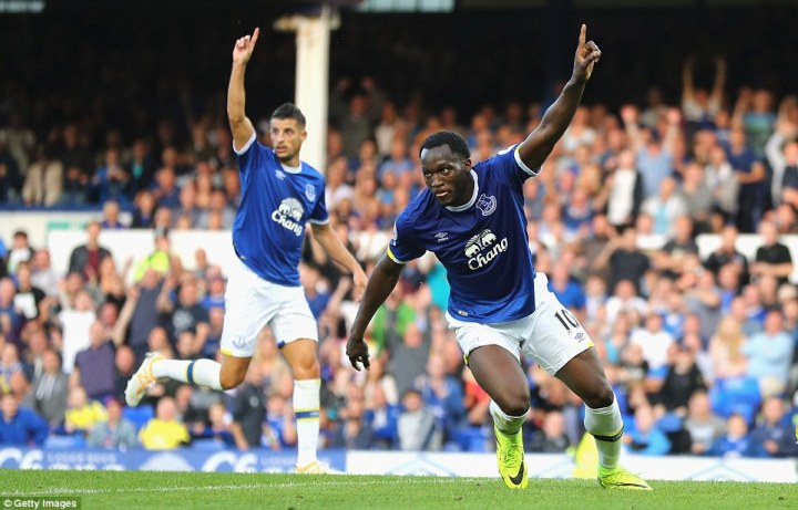 Romelu Lukaku celebrates after poking home from Yannick Bolasie's cross to score Everton's third goal