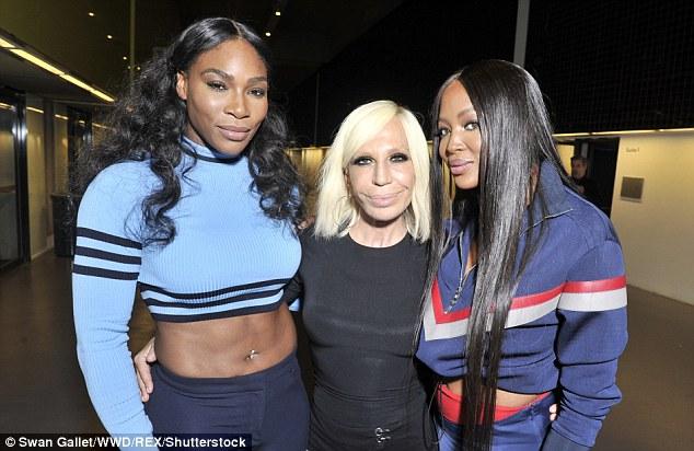 Eles estão na moda: Serena apanhados com a designer Donatella Versace e modelo Naomi Campbell