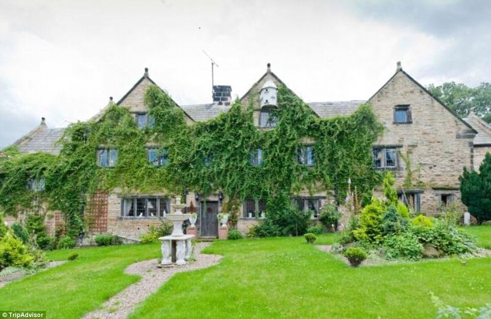 This lavish home in Chesterfield dates back to the 1600s, has two big living areas, a dining hall, and can sleep up to 18 people