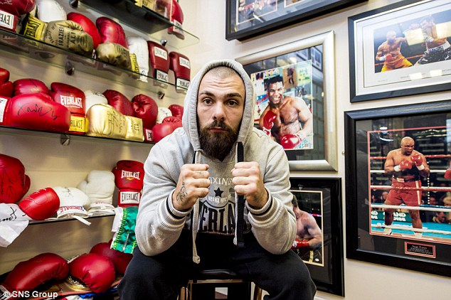 Scottish boxer Mike Towell has died in hospital after being knocked out the Glasgow bout