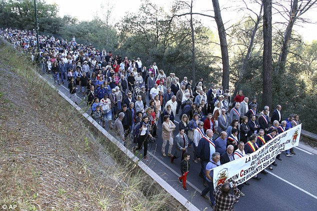 Several hundred residents have marched through their town, led by the Mayor, against the plans to house about 60 migrants from the jungle there