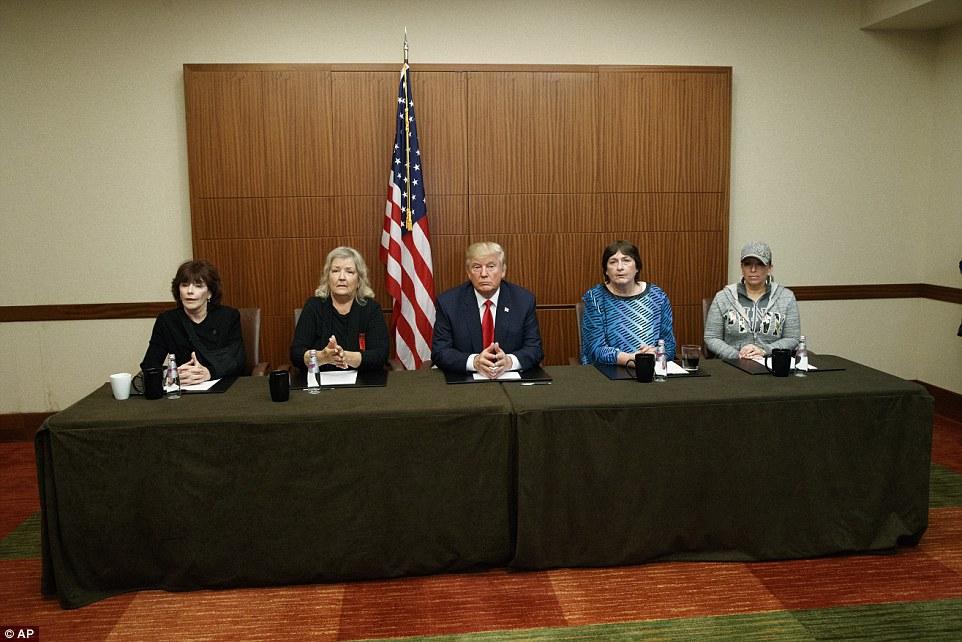 (L-R) Kathleen Willey, Juanita Broaddrick, Donald Trump, Kathy Shelton and Paula Jones held a photo-op in St. Louis, Missouri on Sunday before the second presidential debate