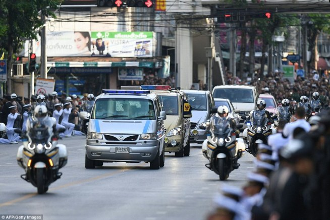 A blue and white van carries the body of Thai King Bhumibol Adulyadej to his palace in Bangkok on October 14