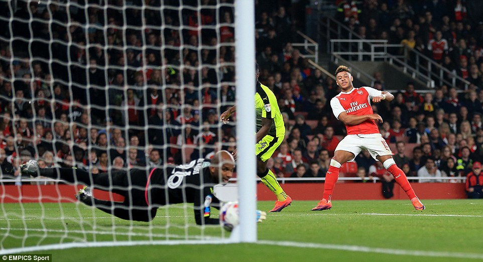 Alex Oxlade-Chamberlain opened the scoring, driving into the penalty area before finishing past Reading's Ali Al-Habsi