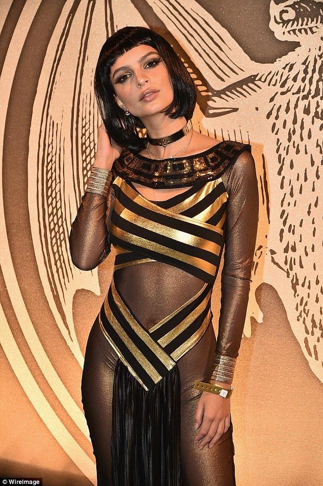 Ela está rolando em ouro 14kt: da beleza gargantilha de ouro terminou fora seu olhar do glam