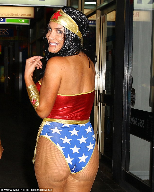 Bachelors Zilda Williams Stepped Out In Bondi In A Wonder Woman Costume