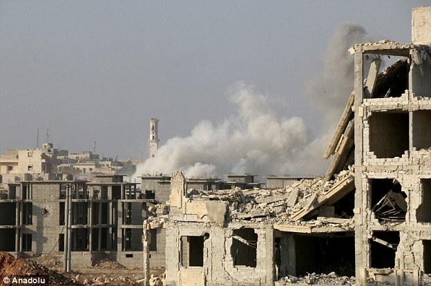 Les rebelles ont déclenché des voitures piégées et des roquettes pour percer les lignes gouvernementales et d'atteindre les 250.000 personnes vivant dans l'est de la ville