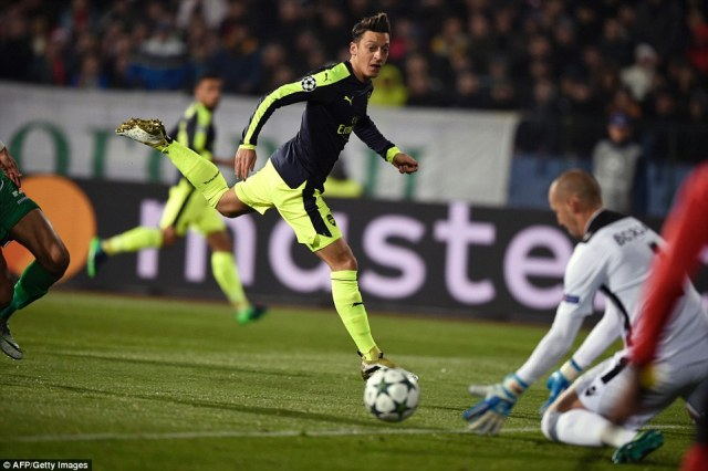 Ozil had a chance for Arsenal at the other end but was unable to convert past Ludogorets goalkeeper Milan Borjan
