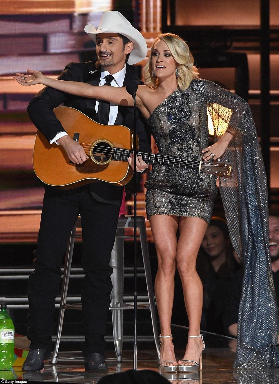 Trabalhando relacionamento: Carrie e Brad tinha um monólogo muito divertido como eles rachado muitas piadas sobre a eleição presidencial