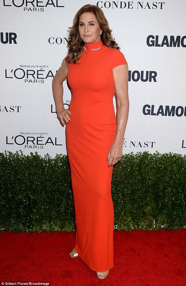 A laranja é o novo lindo: Caitlyn Jenner parecia em boa forma como ela chegou às Mulheres do encanto das concessões do ano na segunda-feira noite em Hollywood