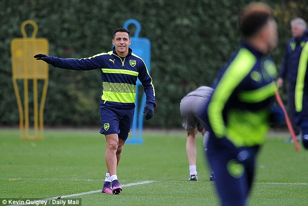 Alexis Sanchez and his Arsenal team-mates prepared for the visit of PSG on Tuesday
