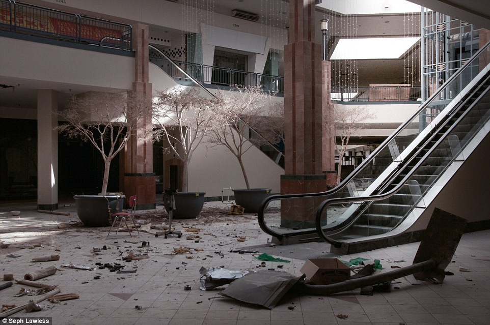 Seph Lawless Photographs Show Abandoned Chicago Lincoln