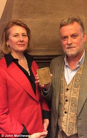 Autores David y Jennifer Elkington (a la derecha) han estado haciendo campaña desde 2009 para los códices para ser reconocidos y protegidos