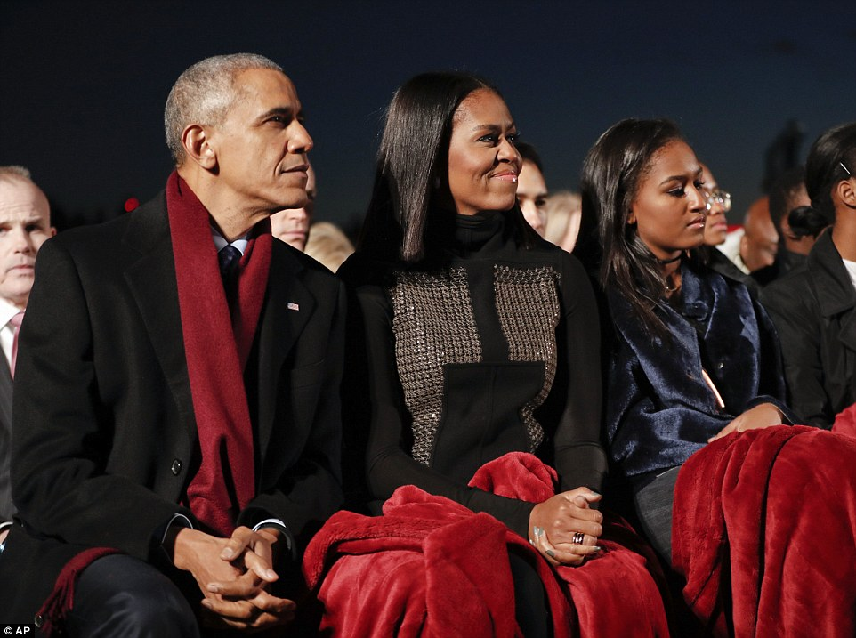 Obama, Michelle and Malia watch musical performances at the lighting, which included Kelly Clarkson and Garth Brooks