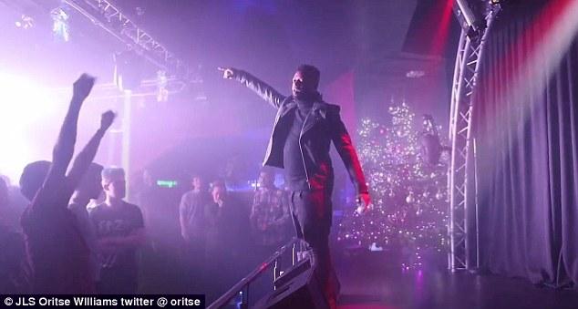 Dans un communiqué, 10 Worlds Music UK, qui s'occupe de Williams (photo sur scène), a déclaré: «Tout ce que nous voulons dire à ce moment-là, c'est qu'Oritse nie les allégations à son encontre.