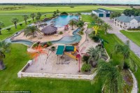 Making a splash! Oil industry CEO lists his Texas mansion ...