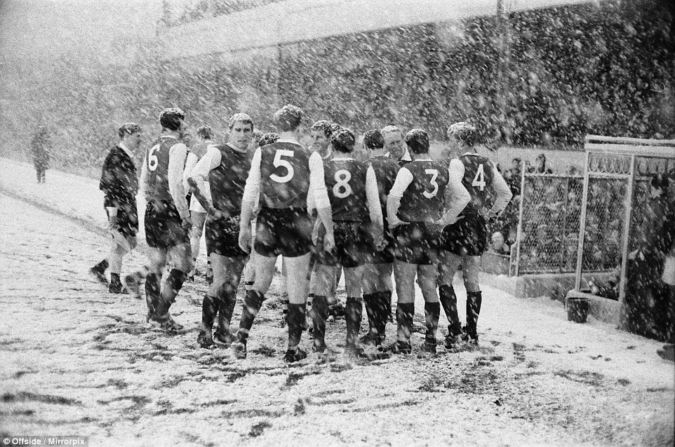 Sheffield Wednesday players discuss conditions as referee considers abandoning the game due to the worsening blizzard