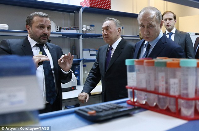 (left to right) Biocad General Director Dmitry Morozov, Kazakhstan's President Nursultan Nazarbayev, Russia's President Vladimir Putin, and Russia's Industry and Trade Minsiter Denis Manturov at the Biocad plant
