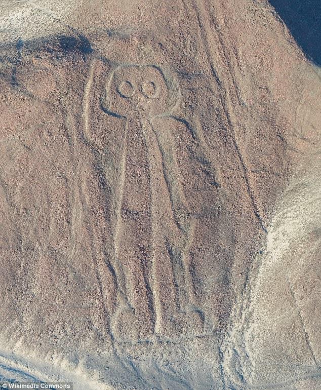 Los antiguos peruanos, como la gente de Nazca, son famosos por sus centenarios tallas en el desierto peruano.  Esta imagen muestra una talla colina peruana del siglo sexto que parece representar una figura alienígena