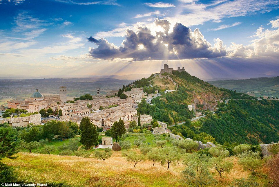 August is a gorgeous time to discover Umbria in Italy's rolling landscapes, medieval walled towns and rural retreats