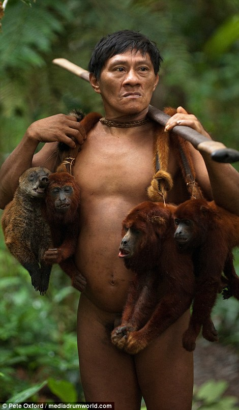 Huaorani hunting monkeys