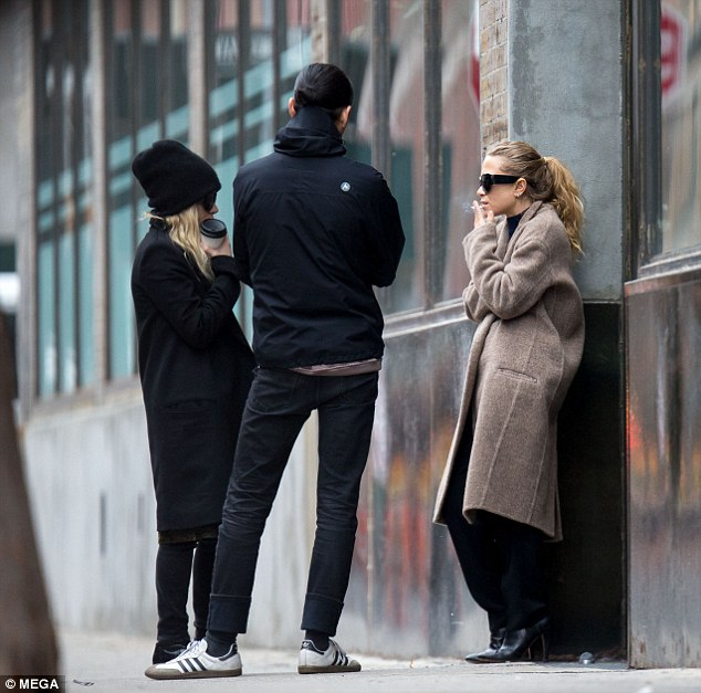 Marykate And Ashley Olsen Take It Easy Outside Nyc Office