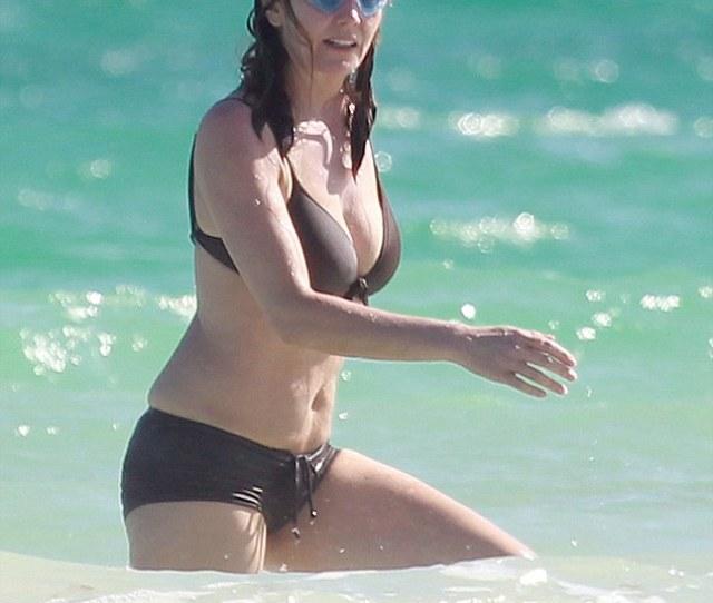 Splashing Around She Was Seen Enjoying The Warm Waters As She Got Knee Deep Into