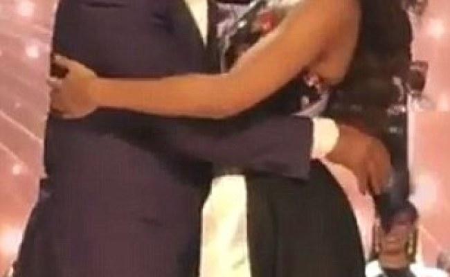 Miss Colombia Hugs Steve Harvey After Last Year S Gaffe