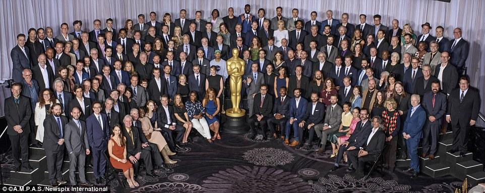 """Talentoso: Demorou algum tempo para montá-los todos no lugar, mas uma vez que eles fizeram, o bando de atores, diretores, produtores e outros profissionais de cinema fizeram sarna para dizer """"queijo"""" ao mesmo tempo"""