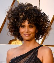 oscars 2017 halle berry's curly