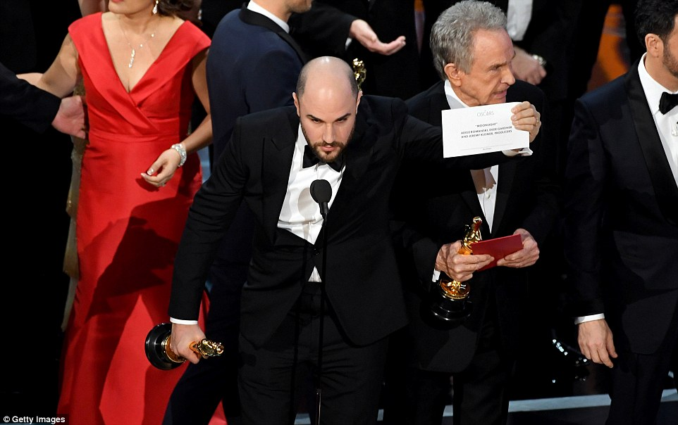 La La Land producer Jordan Horwitz held up the correct envelope with Moonlight written on it as Warren Beatty stood behind him, before he graciously passed his statue to the Moonlight producers