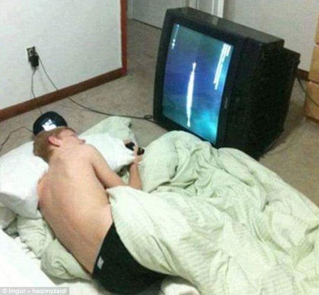 This chap has managed to improve the act of watching TV from a horizontal standpoint