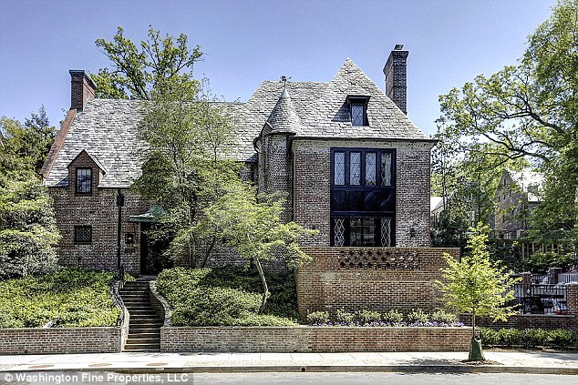 Obama is being aided in his political crusade by his longtime consigliere Jarrett, who has moved into the 8,200-square-foot, $5.3-million Kaloroma mansion