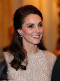The ONE item that Kate Middleton always wears | Daily Mail ...