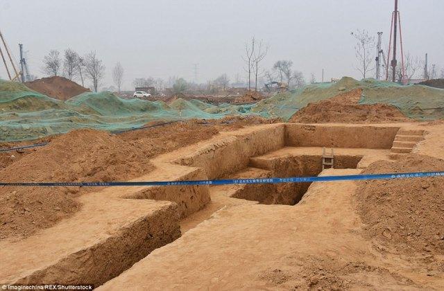 Se espera que un análisis más detallado para revelar la edad de la tumba es, quién era el dueño y por qué fue construido en esta forma particular