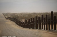Trump wants to build 30-foot-high wall at Mexican border ...