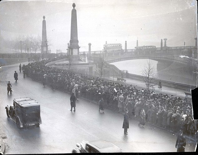The queue stretching beyond Lambeth Bridge which was opened by King George for his funeral in 1952