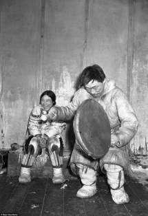 Canadian Inuit Eking Living In Frozen Wastelands