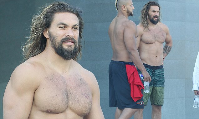 Jason Momoa Showcases His Incredible Physique Daily Mail
