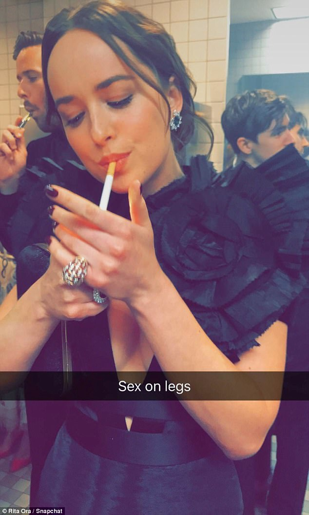 Stars Flout NY Smoking Ban By Lighting Up At The Met Gala