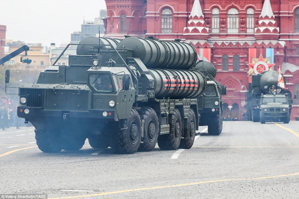 Putin also watched this S-400 Triumf medium-range and long-range surface-to-air missile system trundle through Red Square